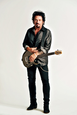Lukather-02-credit-Rob-Shanahan